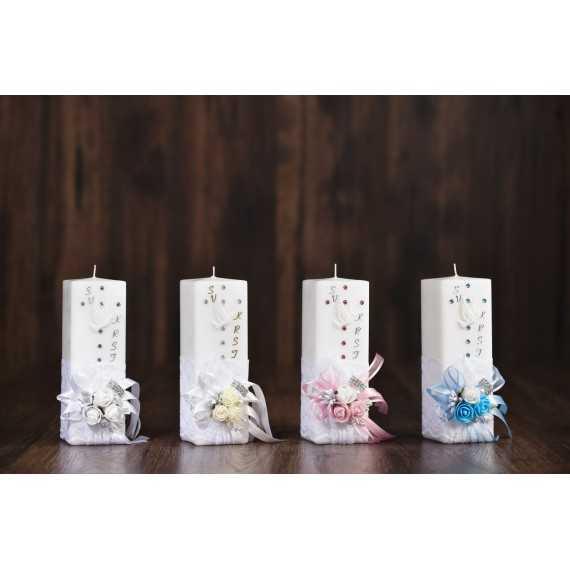 Krstna oglata mala sveča z rožicami in srebrno sponko